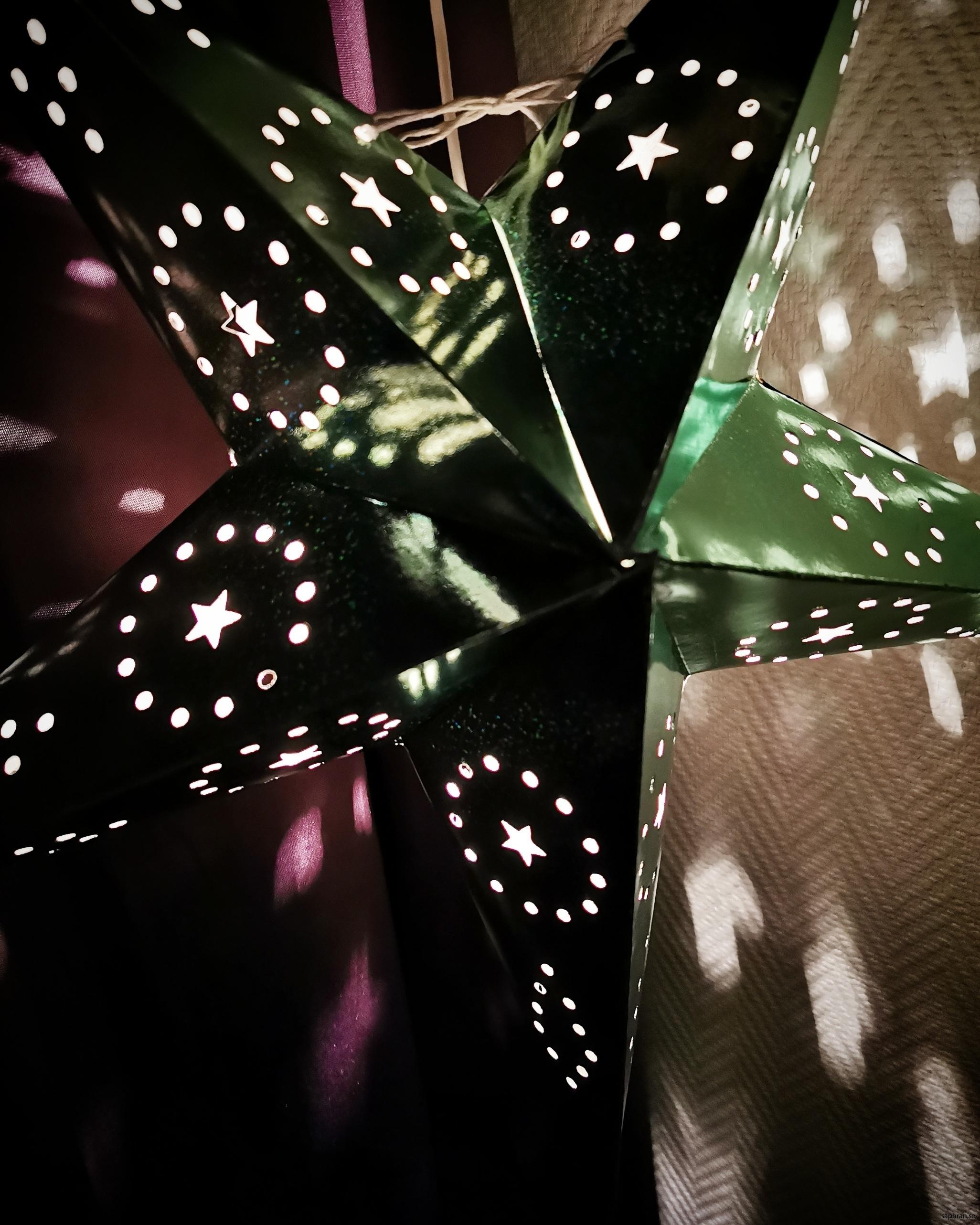 Grön adventsstjärna med discofeeling