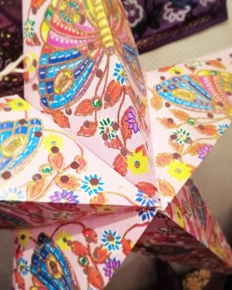 Färgglad julstjärna/adventsstjärna - ROSA - Rosa med fjärilar