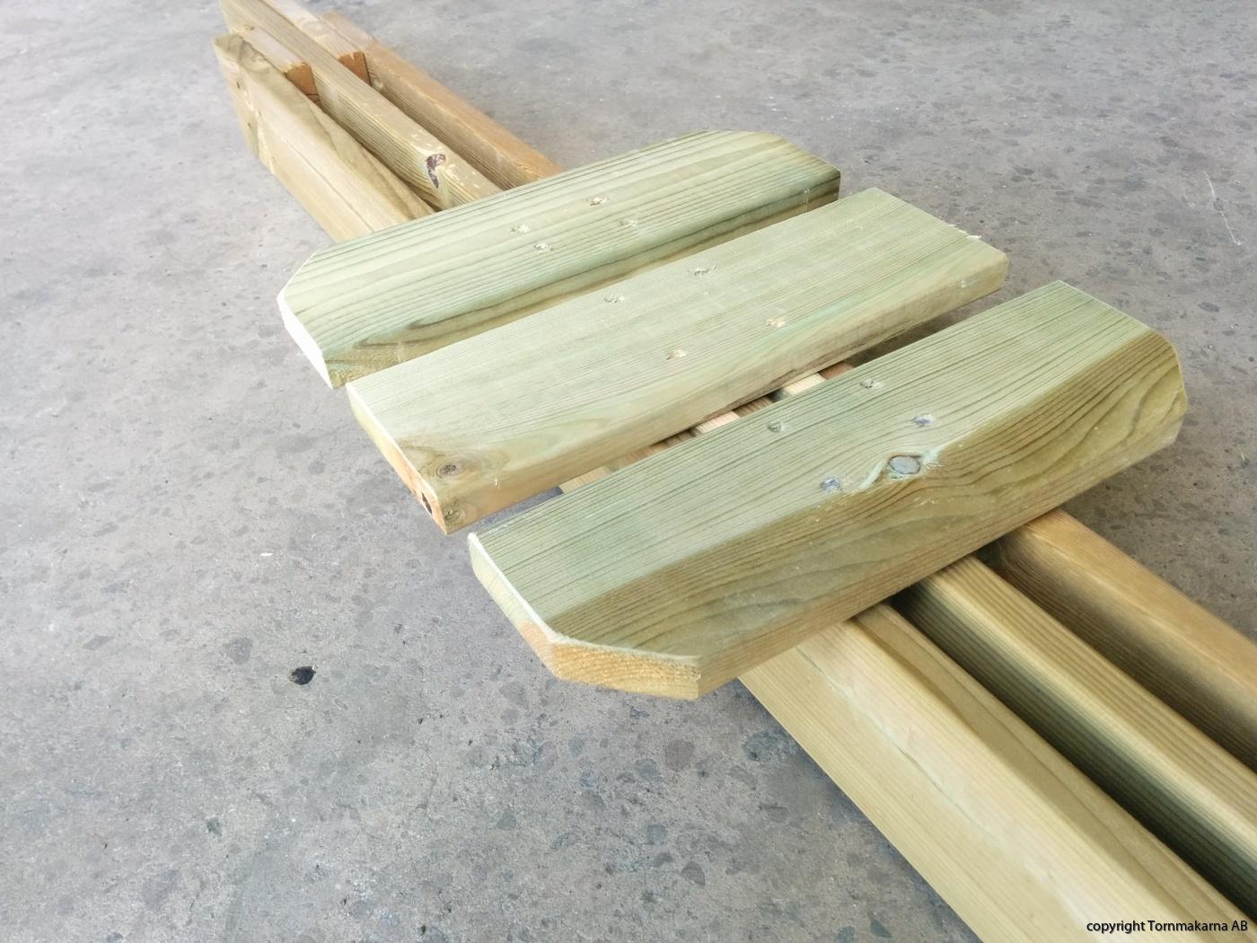 Sitsen monterad på sittbrädan