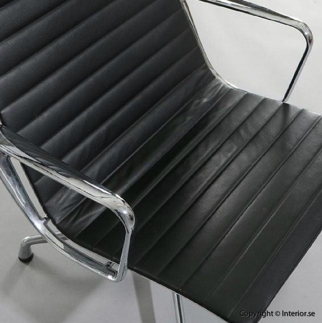Begagnade designmöbler Vitra Charles & Ray Eames EA-116 (5)