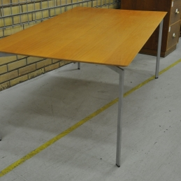 Bord, Karl Andersson & Söner Trippo | Hyra möbler