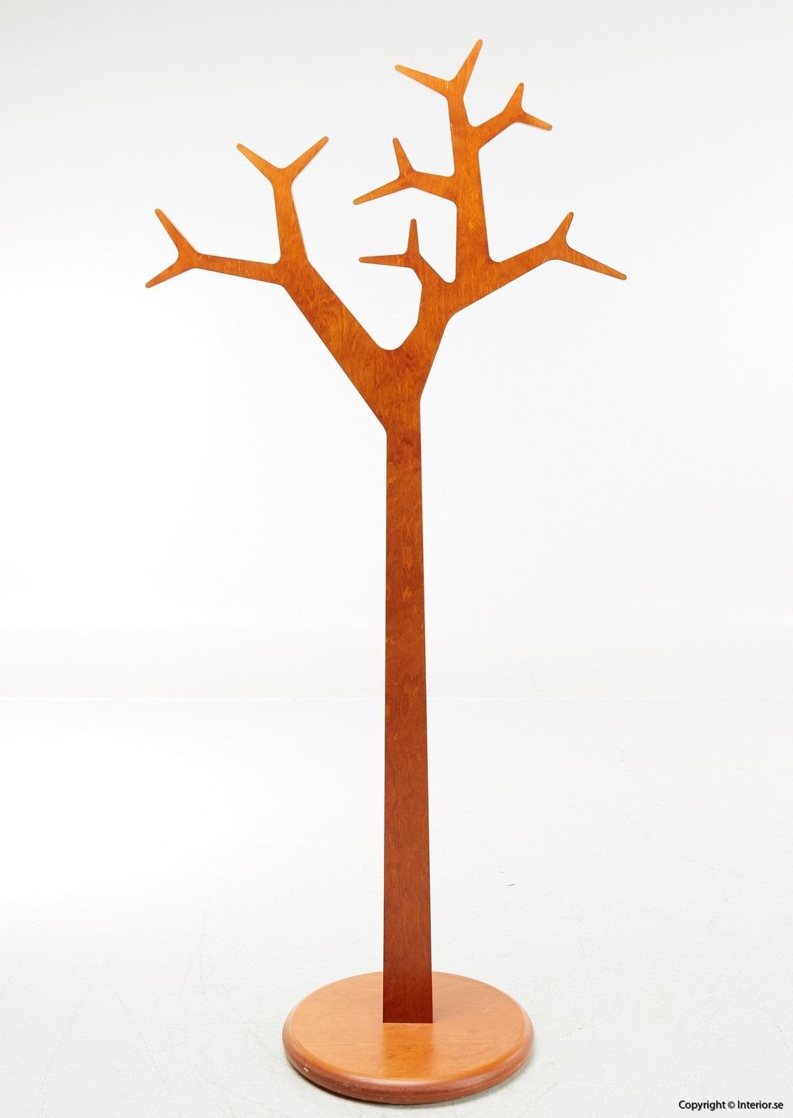 1 Klädhängare Michael Young Katrin Petursdottir Swedese Tree Ek (4)