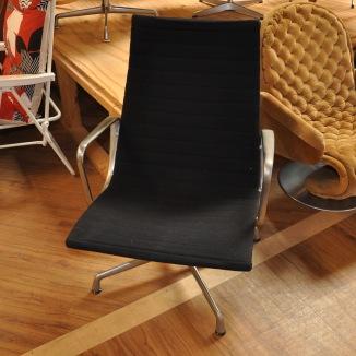 Loungefåtölj, Herman Miller, Charles & Ray Eames, EA-116   Hyr designmöbler