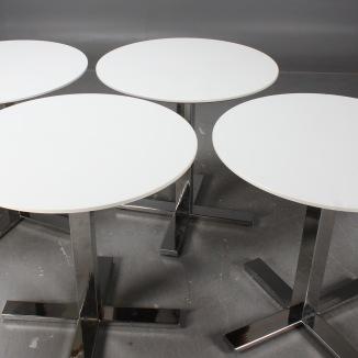 Pelarbord/Cafébord med kromad fot   Möbeluthyrning