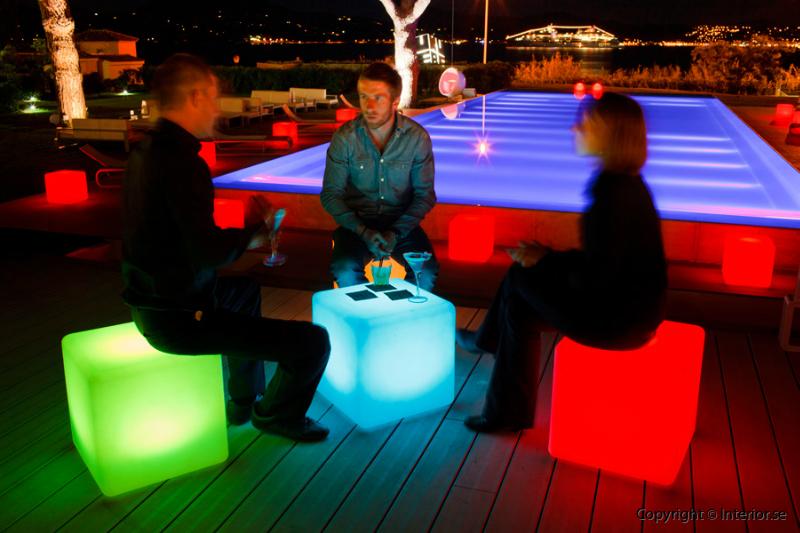 Hyra LED kuber  Pallar 40 x 40 cm - RGB LED fjärrkontroll hyr led möbler barbord strumpa
