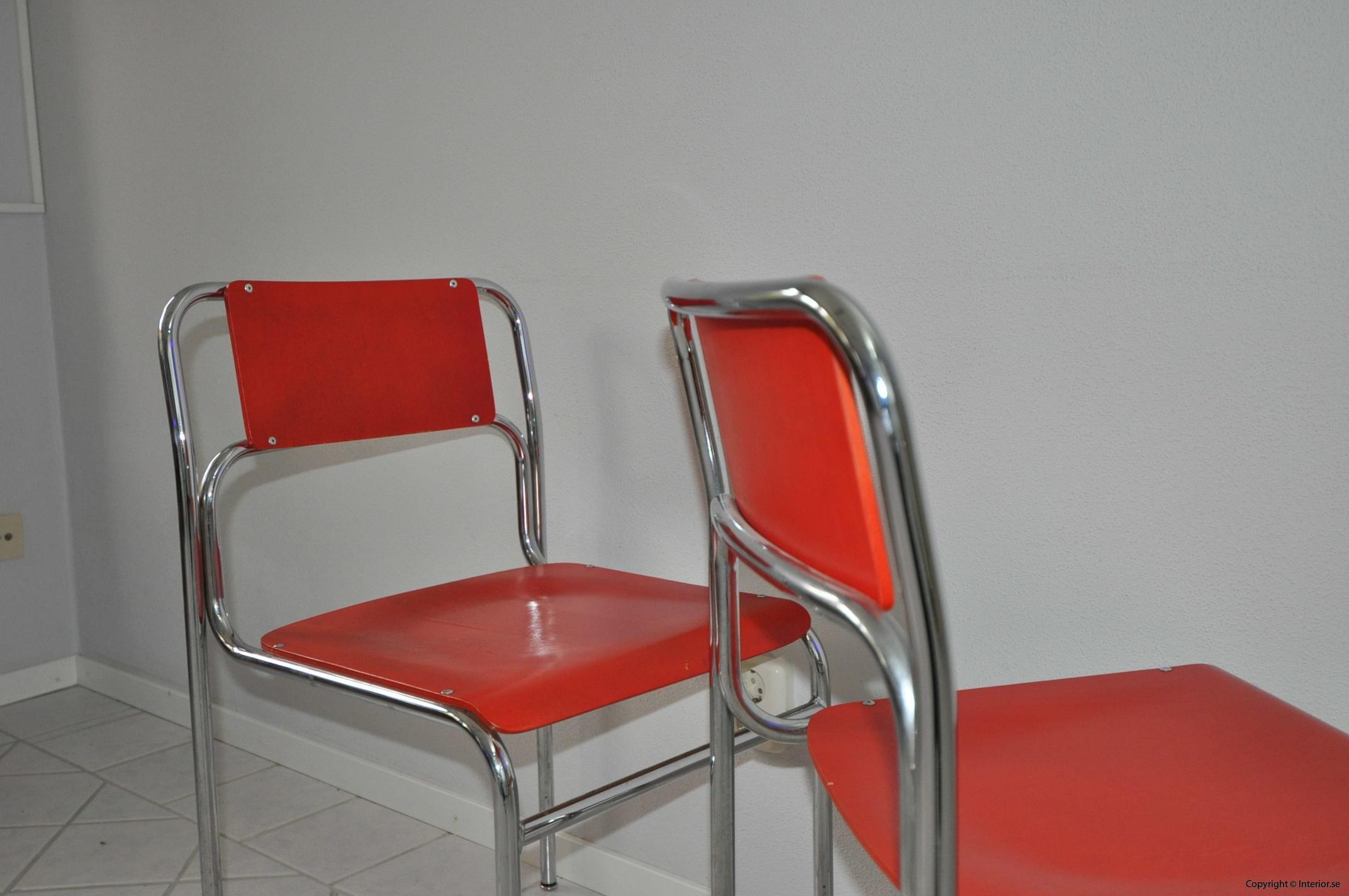 Röda stolar med krom (5)