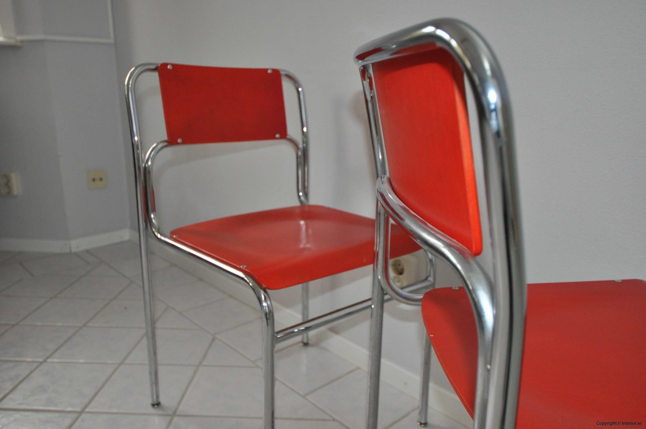 Röda stolar med krom (6)