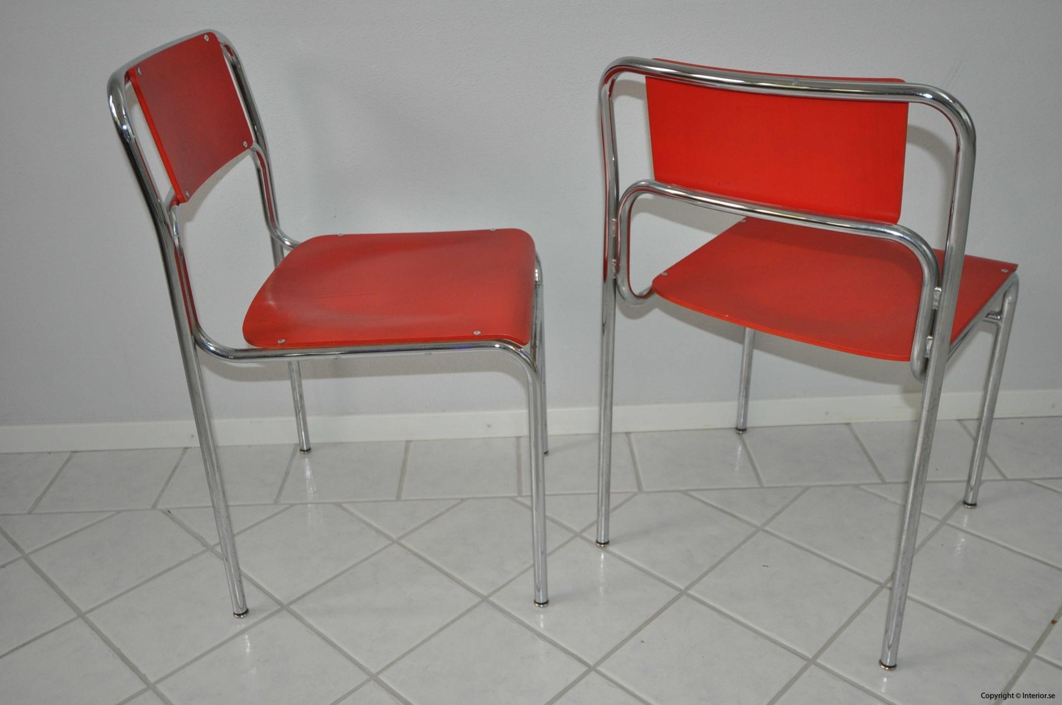 Röda stolar med krom (7)