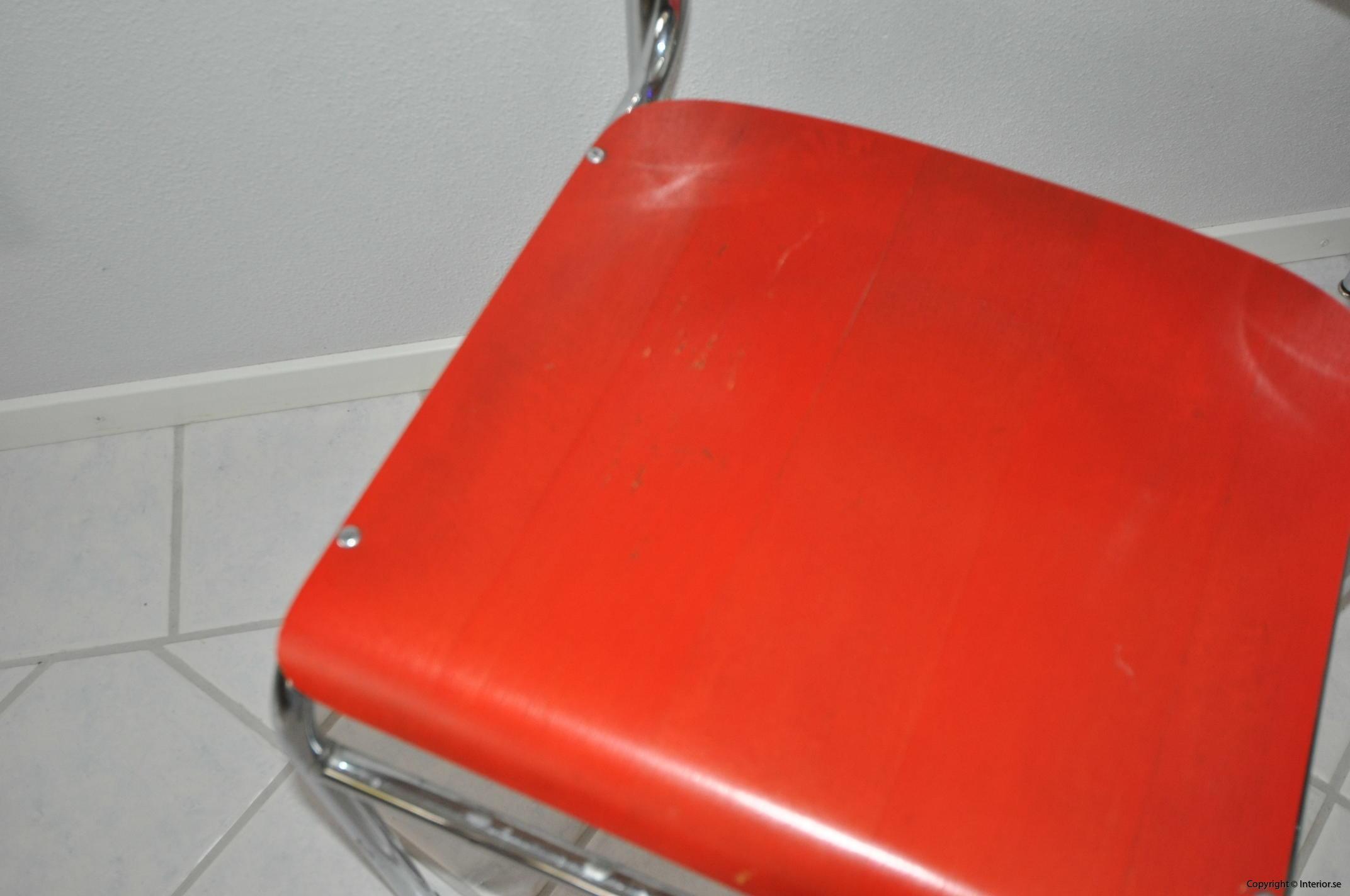 Röda stolar med krom (4)