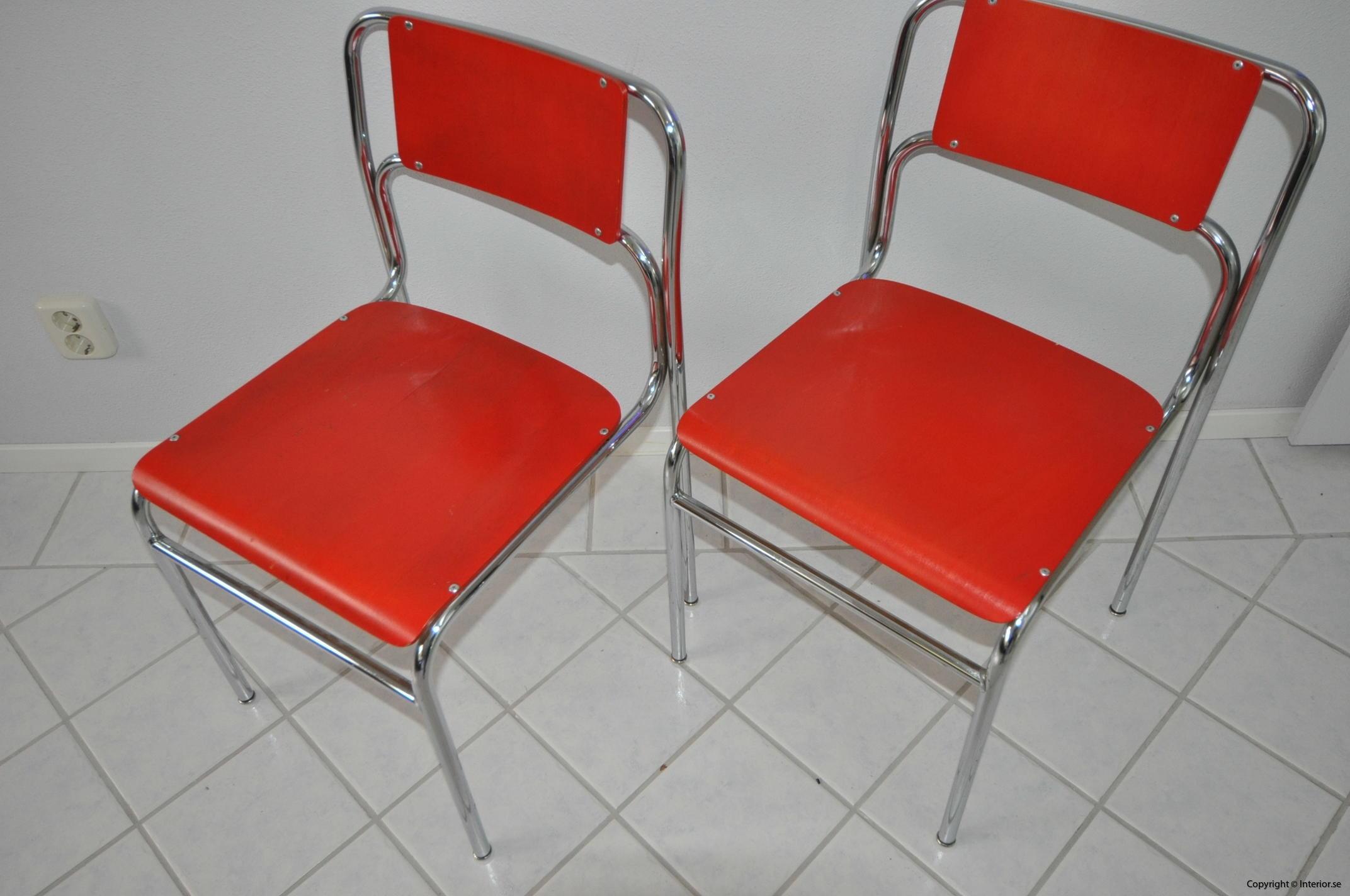 Röda stolar med krom (3)