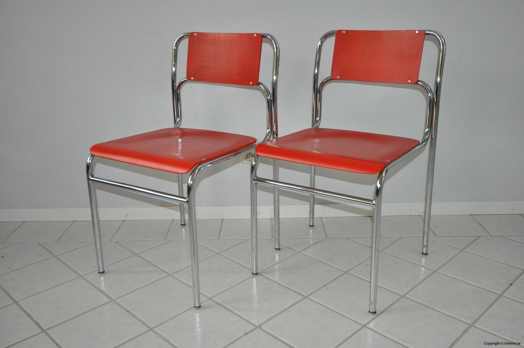 Röda stolar med krom (2)