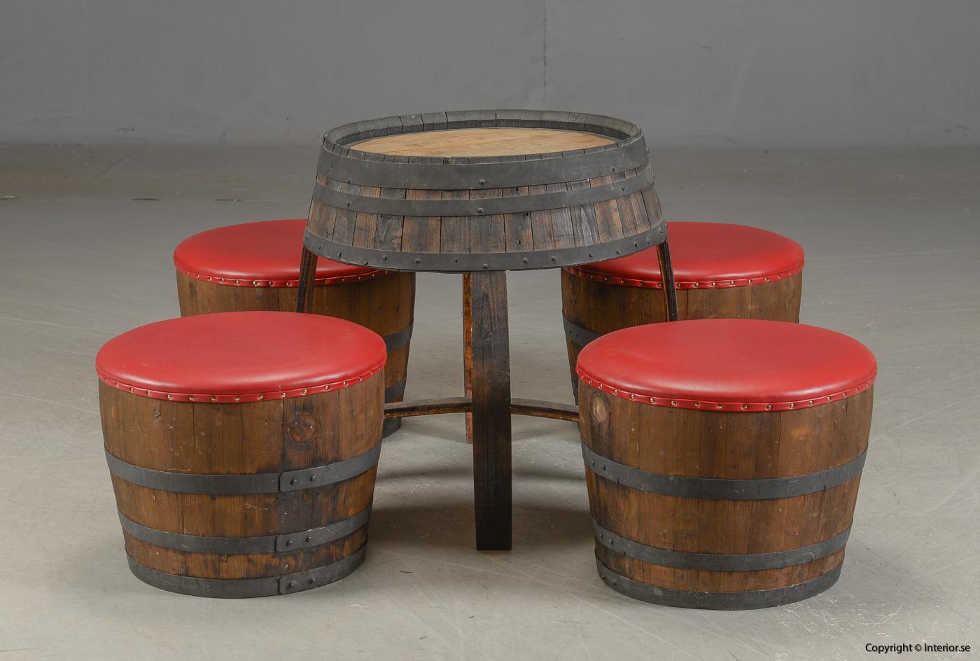 Möbler av vintunnor  wine barrels Meubels gemaakt van wijntunnels Möbel aus Weintunneln, sittpallar & bord