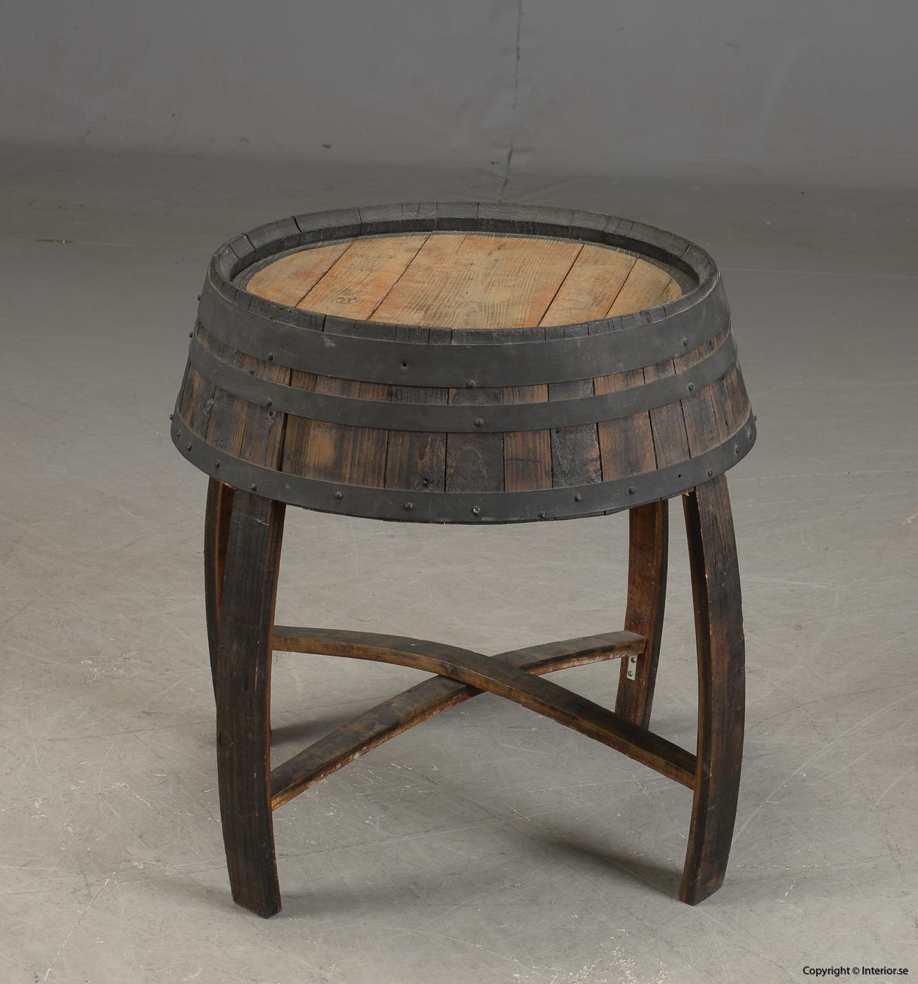 Möbler av vintunnor  wine barrels Meubels gemaakt van wijntunnels Möbel aus Weintunneln, sittpallar & bord 4