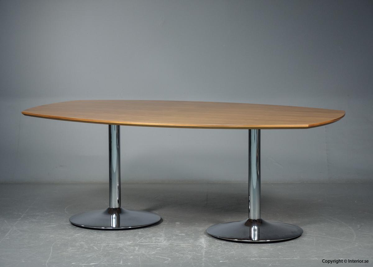 Konferensbord från HOWE i valnöt - 200 x 120 cm
