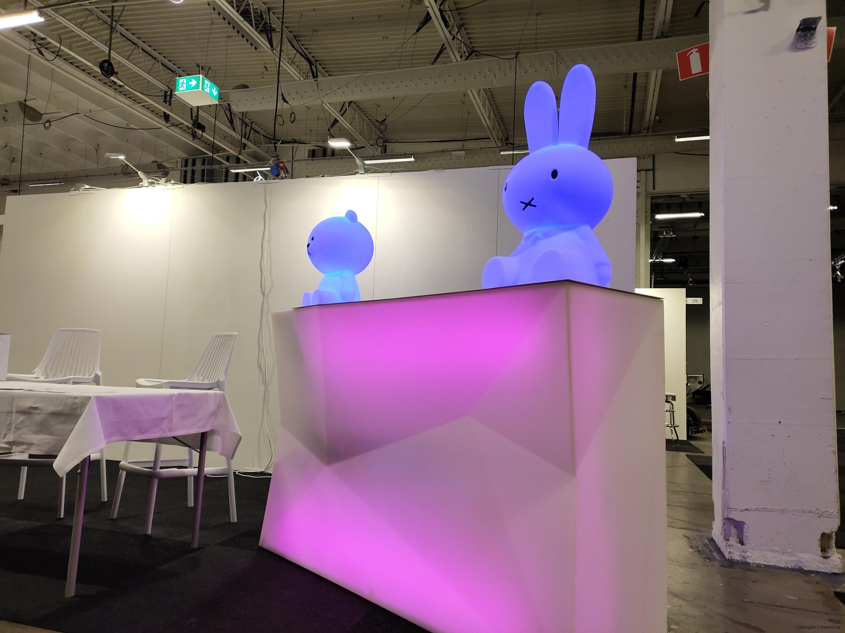 Hyra eventmöbler Stockholm event bardisk LED (4)