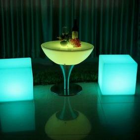 Hyr LED loungeset - 4 kuber + bord