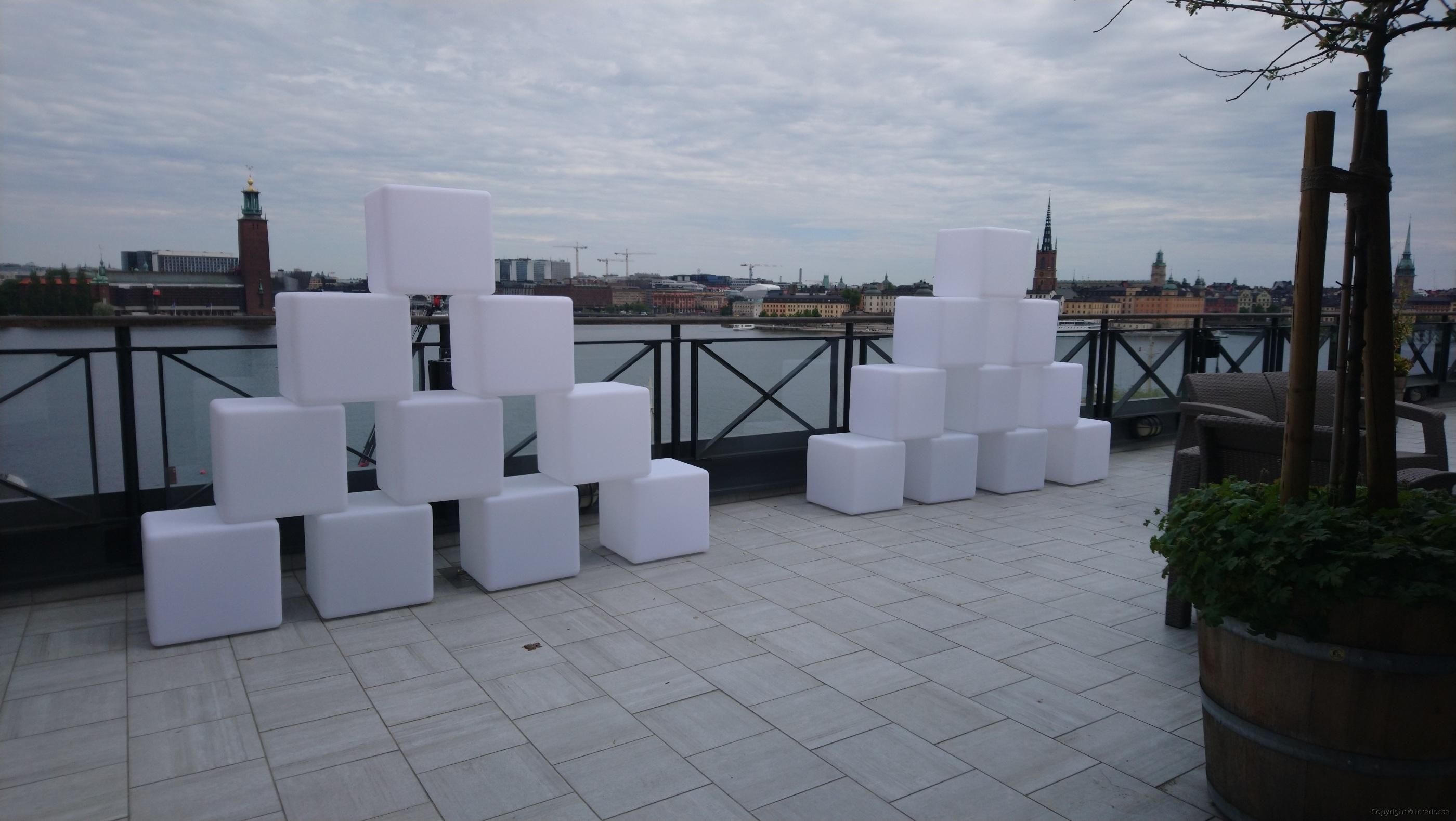Hyra LED kuber  Pallar 40 x 40 cm - RGB LED hyra möbler event stockholm (2)