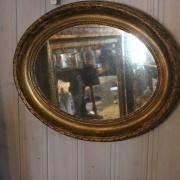 Liten ovan gustaviansk spegel