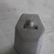 Opalring med diamanter