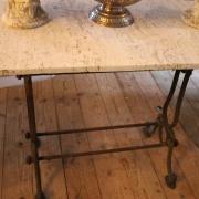 Fransk cafébord med stenskiva