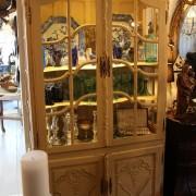Franskt vitrinskåp