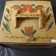 Bemålad låda