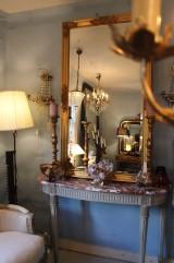 Stor guldförgylld spegel