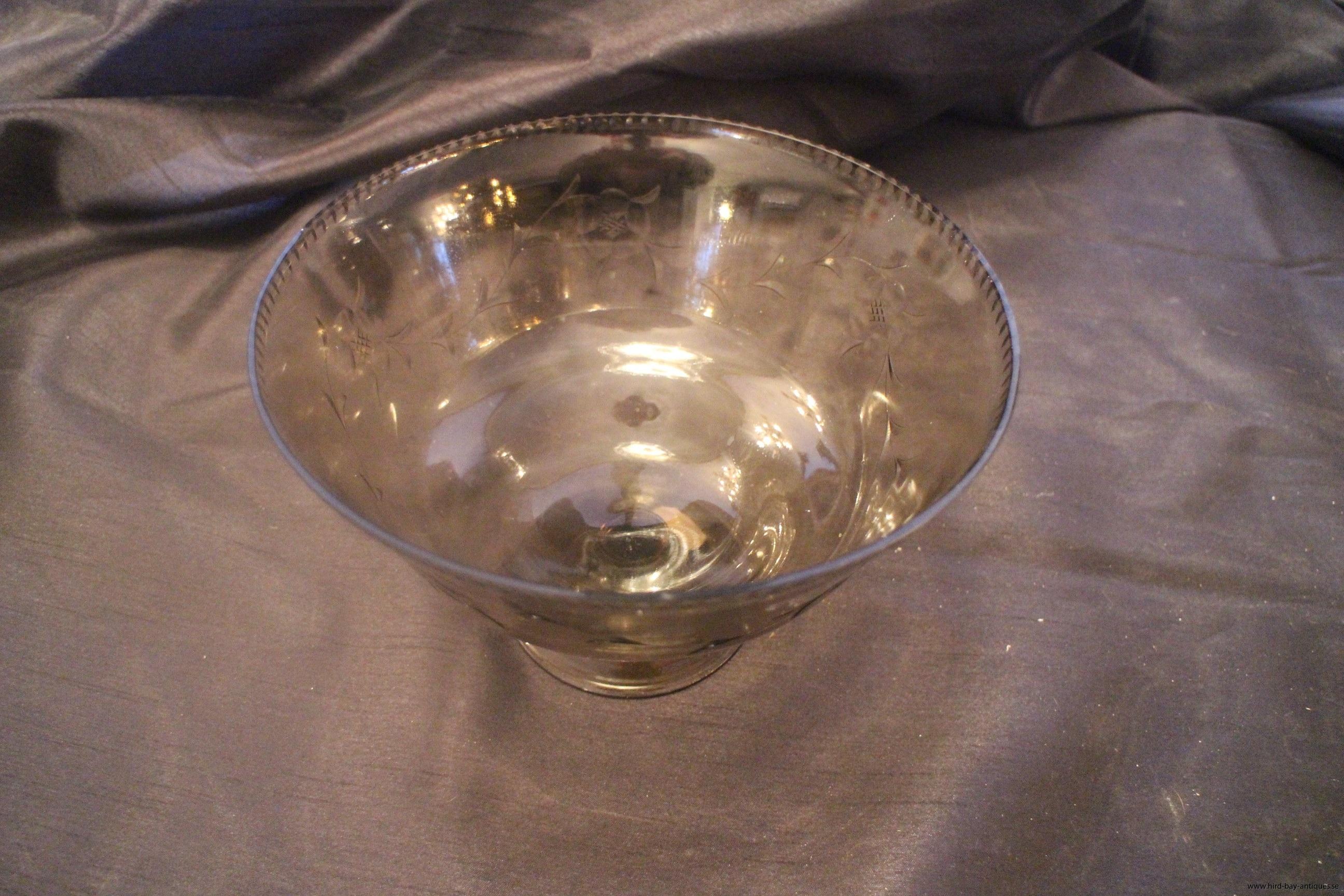 slipad glasskål