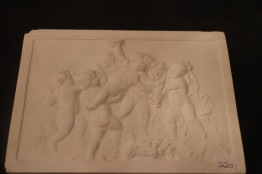 Relief med putti
