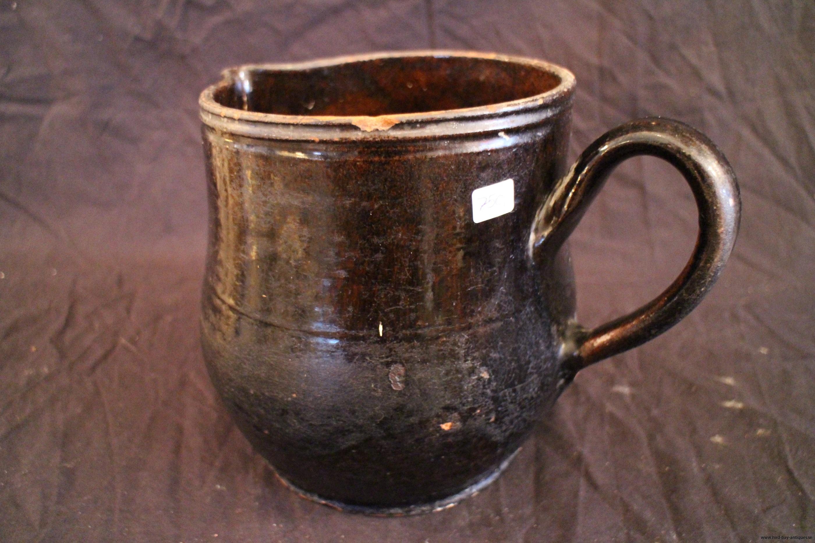 kanns svartglaserad keramik