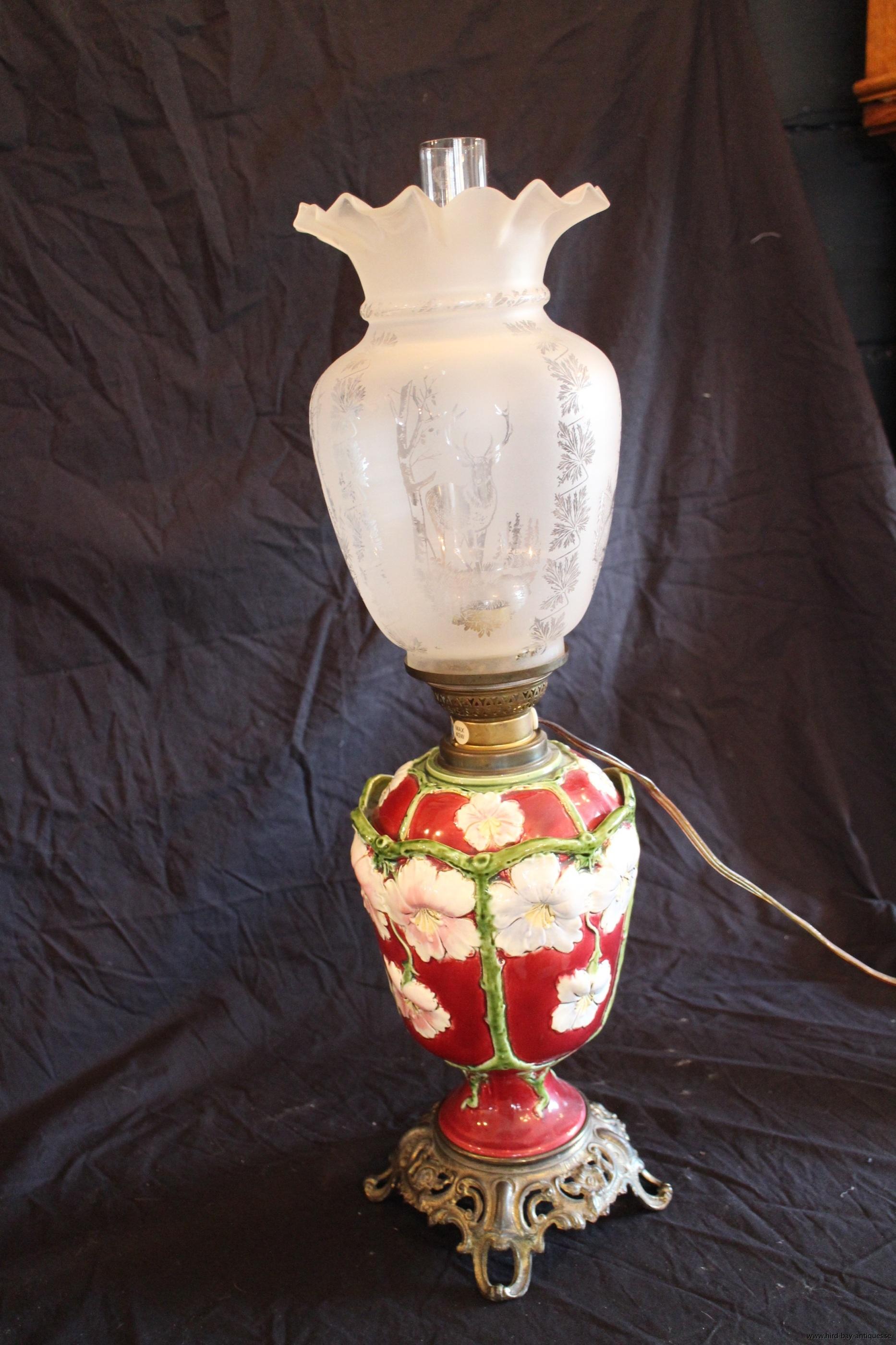 röd majolika lampa