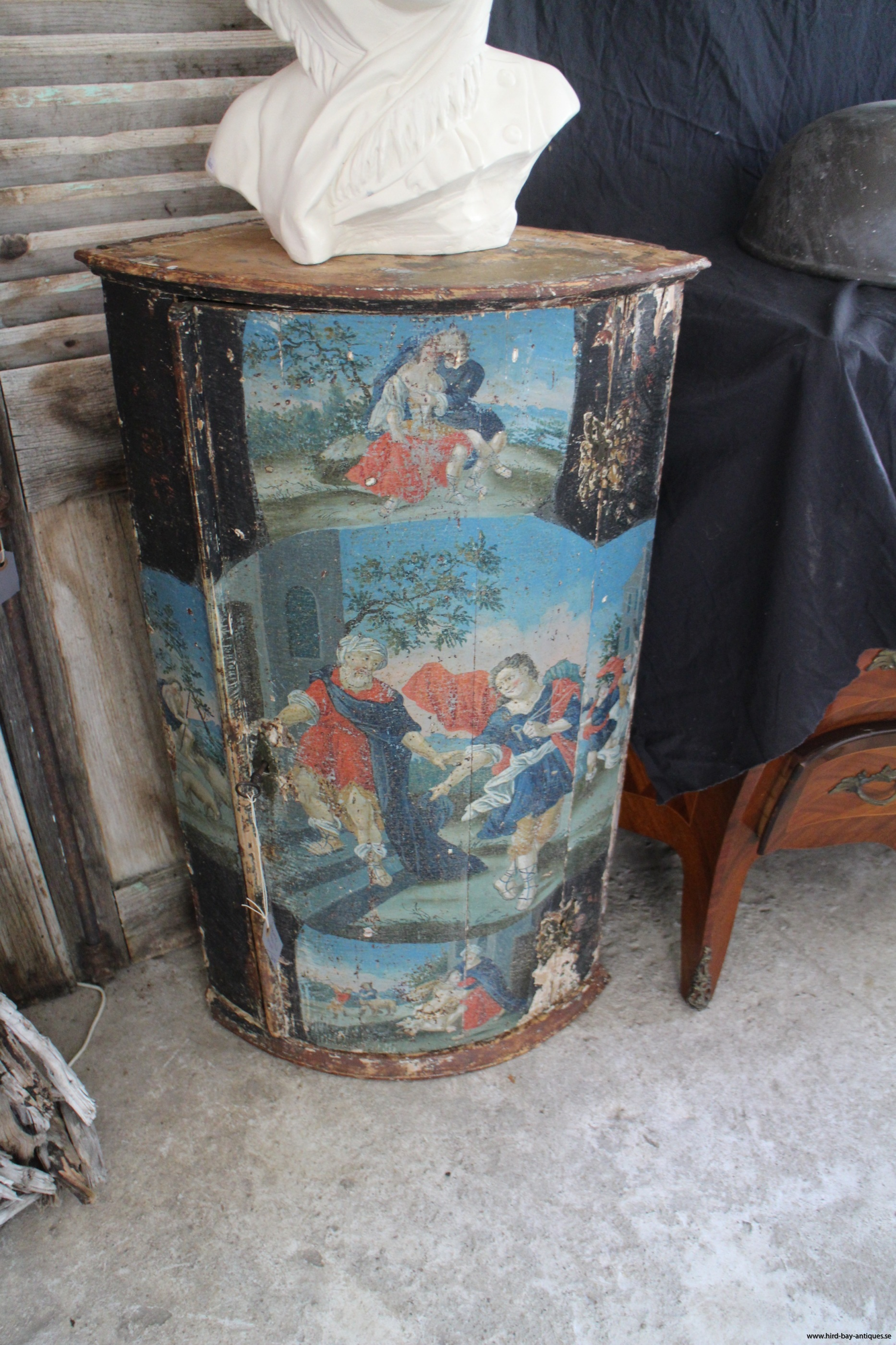 Rokoko hörnhängskåp originalmålning 1700-tal