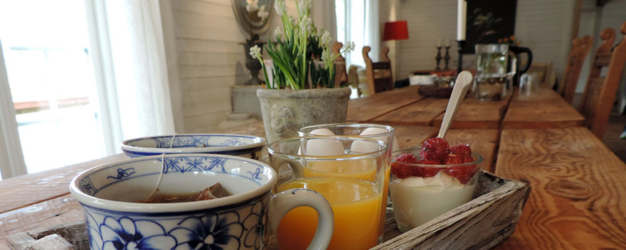 Lantligt boende i nyrenoverade rum med frukost på Säbyholms Gård utanför Laholm. Nära Vallåsen & Hallandsåsen.