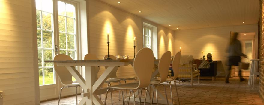 Hyr våra härliga festlokaler på kursgård Säbyholms Gård i Laholm nära Hallandsåsen. Generösa ytor för fest, släktträffar & kalas mm