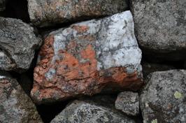Fina stenar i muren