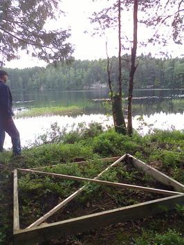 Grunden lagd för vindskyddet  vid Gamlarydssjön