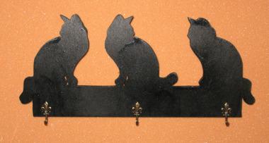 Halländskt hantverk Nyckelhållare Motiv Katt i trä Svart målad