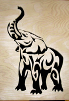 Halländskt hantverk Svart elefant mot vit botten