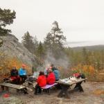 Högberget vandringssällskap kring elden Solanderleden