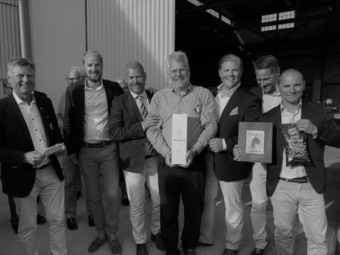 Lag Stormtrooper med prisutdelare Patrick Ståhle till vänster