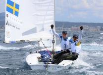 I imponerande utklassningsstil har Anton Dahlberg och Fredrik Bergström seglat hem segern i Trofeo Princesa Sofía på Mallorca – trots att finalseglingarna återstår.