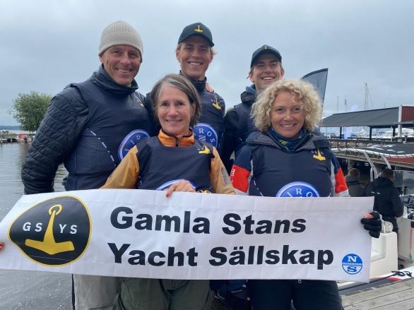 Skeppare Peter Bergman med sönerna Lukas och Fabian samt Marianne Stenstedt och Ysse Berntsson
