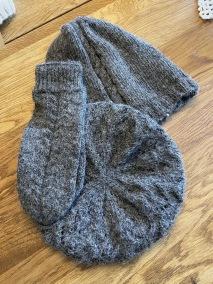 Alpacka mössa - Basker och flätmössa grå