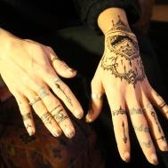 1 hand + fingerdetaljer 300 kr - Hennatatuering i Stockholm