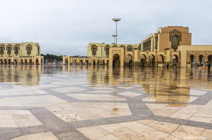 Torget framför Hassan II-Moskén.