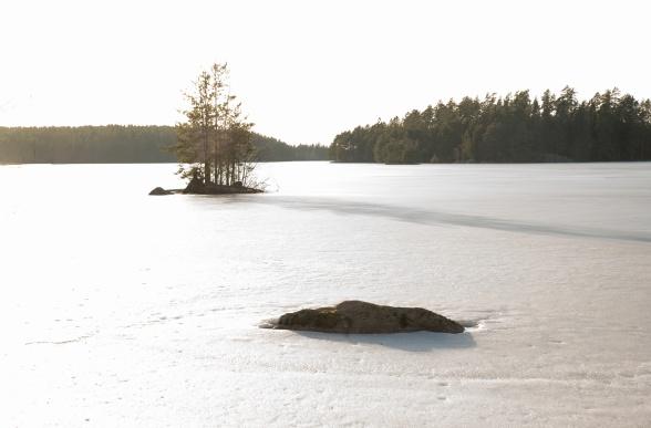 Isen låg fortfarande kvar