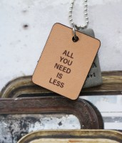 Halsband All you need is less