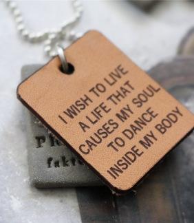 Halsband I wish to live.. -
