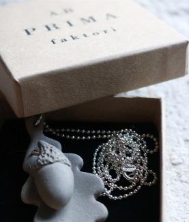 Halsband Ekollon concrete - Silverkedja