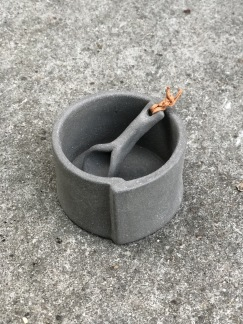 Ljuslykta/saltskål Raw Concrete -